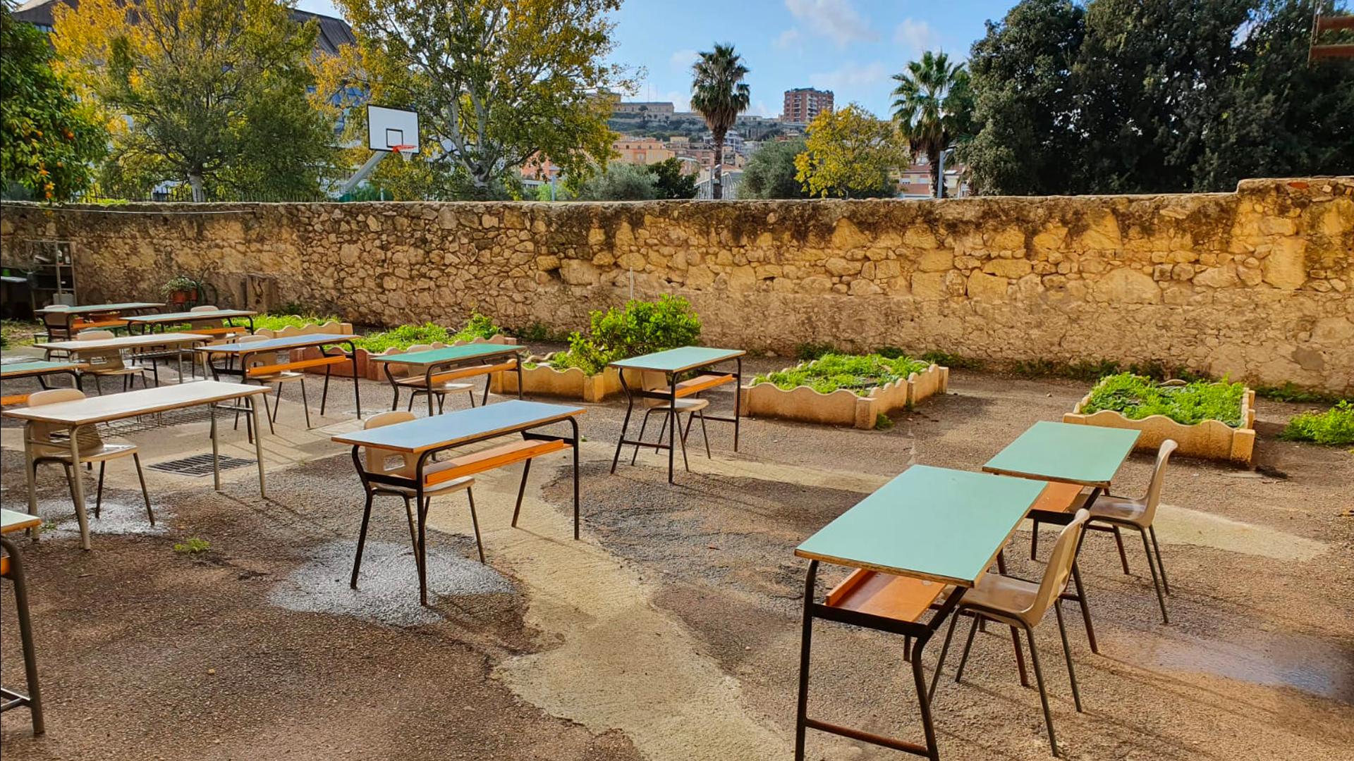 L'aula in cortile, la scuola primaria all'aria aperta a Cagliari